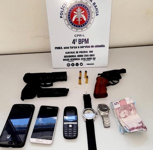 Armas e dois simulacros são retirados das ruas do interior, dois suspeitos são mortos