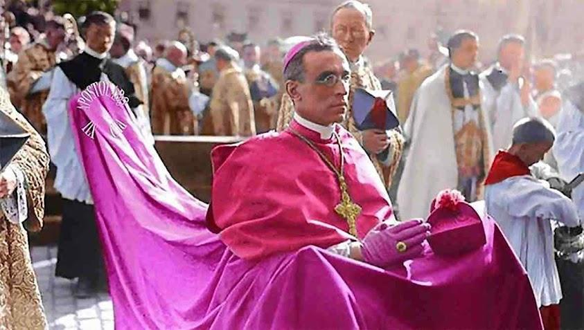Cardeal Pacelli, futuro Papa Pio XII com a Cappa Magna purpúrea