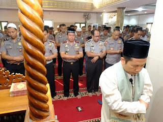 Kapolda Jambi Hadiri Sholat Ghoib untuk Mendoakan Presiden ke 3 Republik Indonesia