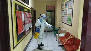 Sterilkan Mako, Urkes Polres Pelabuhan Makassar Semprot Disinfektan