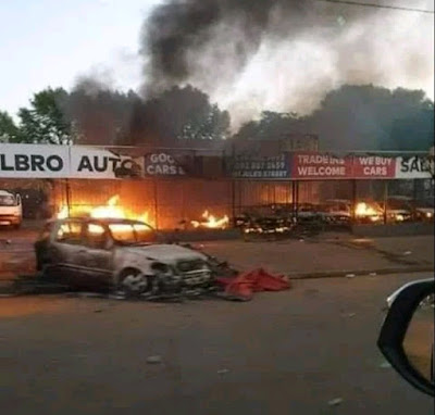 See Serious Trouble As South Africans Set Cars, Shops, And  Properties of Nigerians On Fire