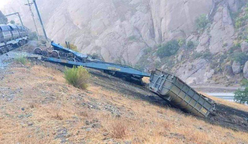 Tren descarriló y perdió dos carros en cuesta de Llay Llay