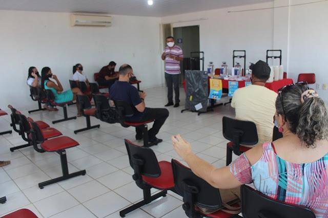 Escolas da rede municipal de Caraúbas recebem kits de bio prevenção