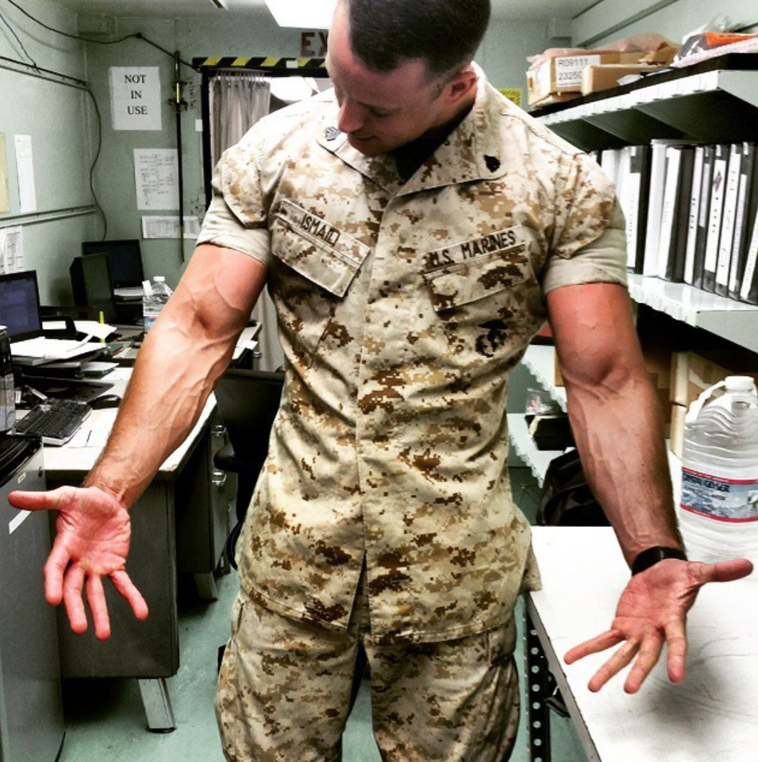 sexy-strong-masculine-us-army-military-uniform-soldier-huge-veiny-muscly-arms