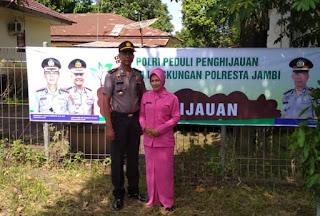 Kapolsek KSKP Talang Duku Beserta Personil Dan Bhayangkari Tanam Pohon Di Areal Mako Sebagai Penghijauan