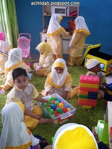 Hari pertama Nur Adelia ke tadika