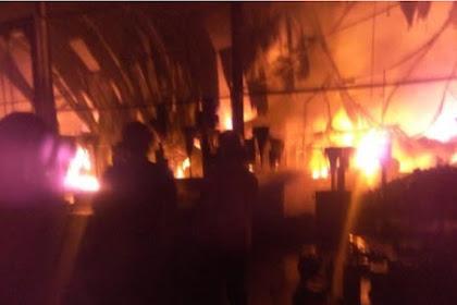 Pabrik Cat Sidoarjo Hangus Terbakar