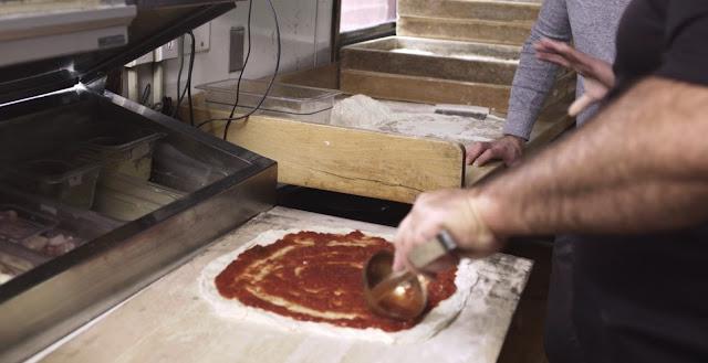 vemos como se prepara una pizza