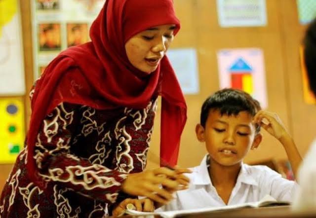 Lebih Dekat dengan Murid, Ini Tips Komunikasi Efektif untuk Guru
