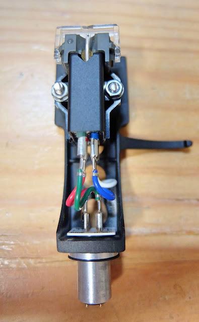 シュアーM44g DJ用レコード針の写真です。記事では、レコード針の手入れの仕方を紹介していおります。