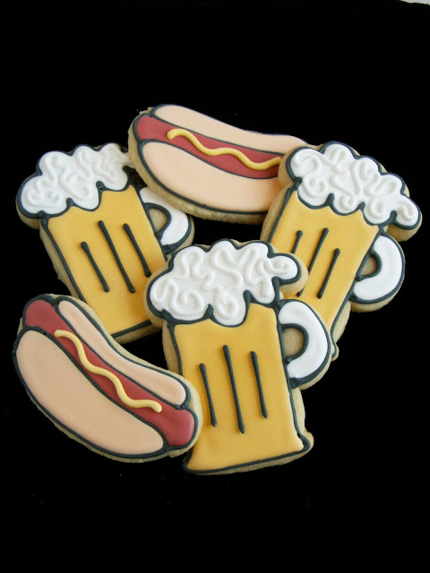 beer and hot dog cookies