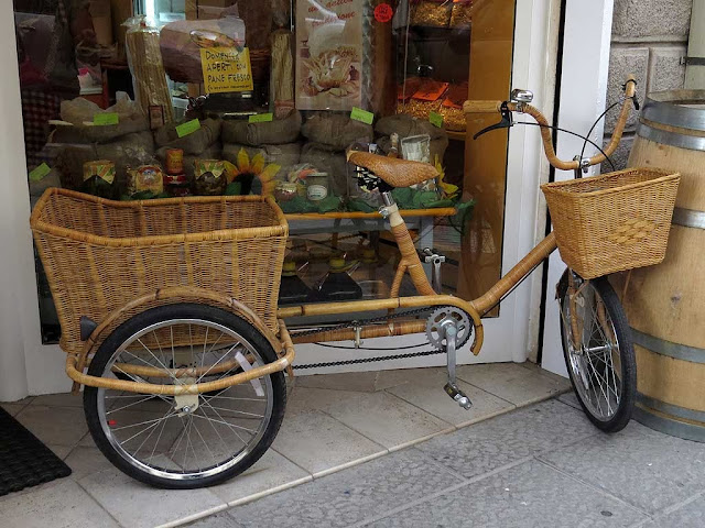 Wicker tricycle, via Magenta, Livorno