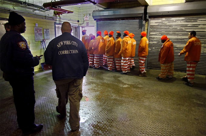 Preso dominicano estrangula otro reo en consultorio de salud mental en la cárcel de Rikers Island