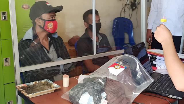Polisi gerbek pengedar narkoba di jalan raya Kecamatan Selong