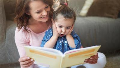 Niños aprenden jugando leyendo