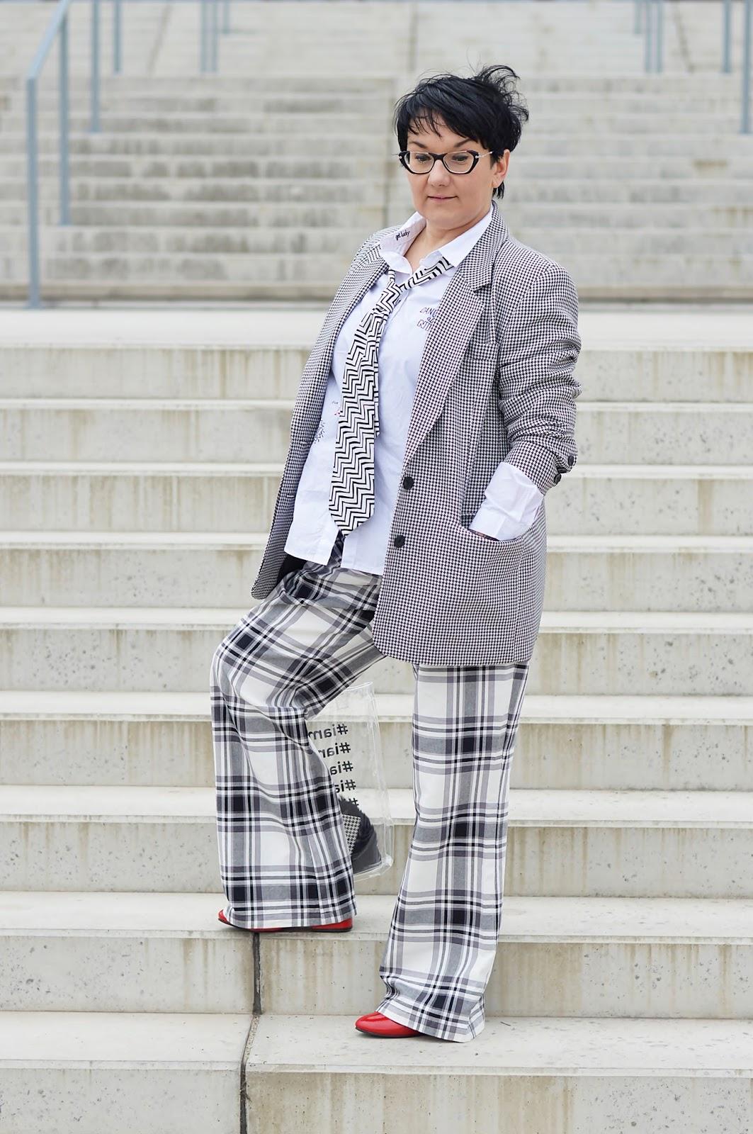 Spodnie w kratę, Checkerek pattern pants