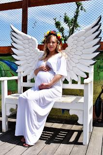 Беременная с крыльями ангела