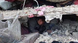 مقتل 12 مدنيا في قصف روسي شمالي سوريا(فيديو)
