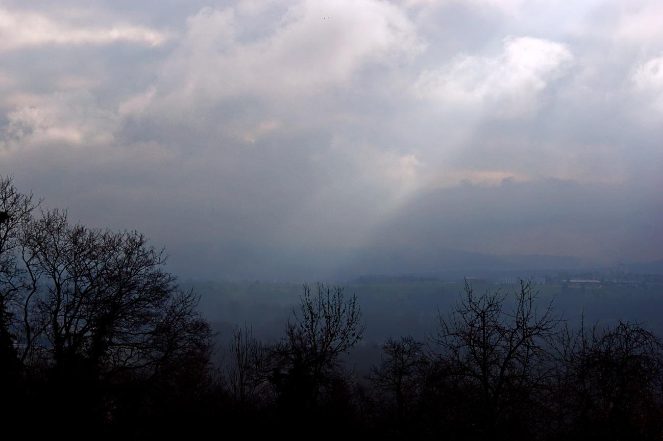 Bilder des Tages #53 — Sonne scheint durch die Wolken