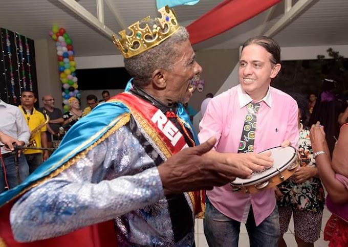 PERTO DO POVO: Prefeito Fábio Gentil prestigia pré-Carnaval da melhor idade em Caxias.