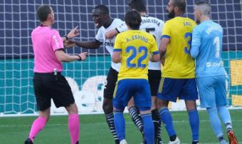 Compromís pide al Gobierno que esclarezca los insultos racistas contra un jugador del Valencia CF