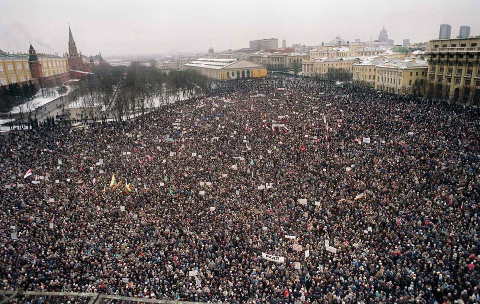 About 100,000 demonstrators march on the Kremlin in Moscow on January 20, 1991. Many called for the resignation of Soviet President Mikhail Gorbachev protesting against the Soviet army crackdown against the nationalist Lithuanian authorities. Lithuania had been the first Baltic Republic to proclaim its independence in March 1990.