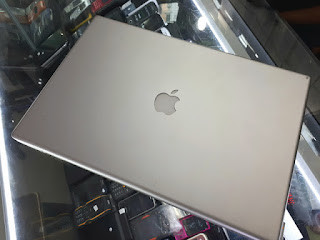 "Laptop MacBook Pro 2008 Core2 Duo 2.33GHz 17"" RAM 4GB HDD 320GB Seken Normal"