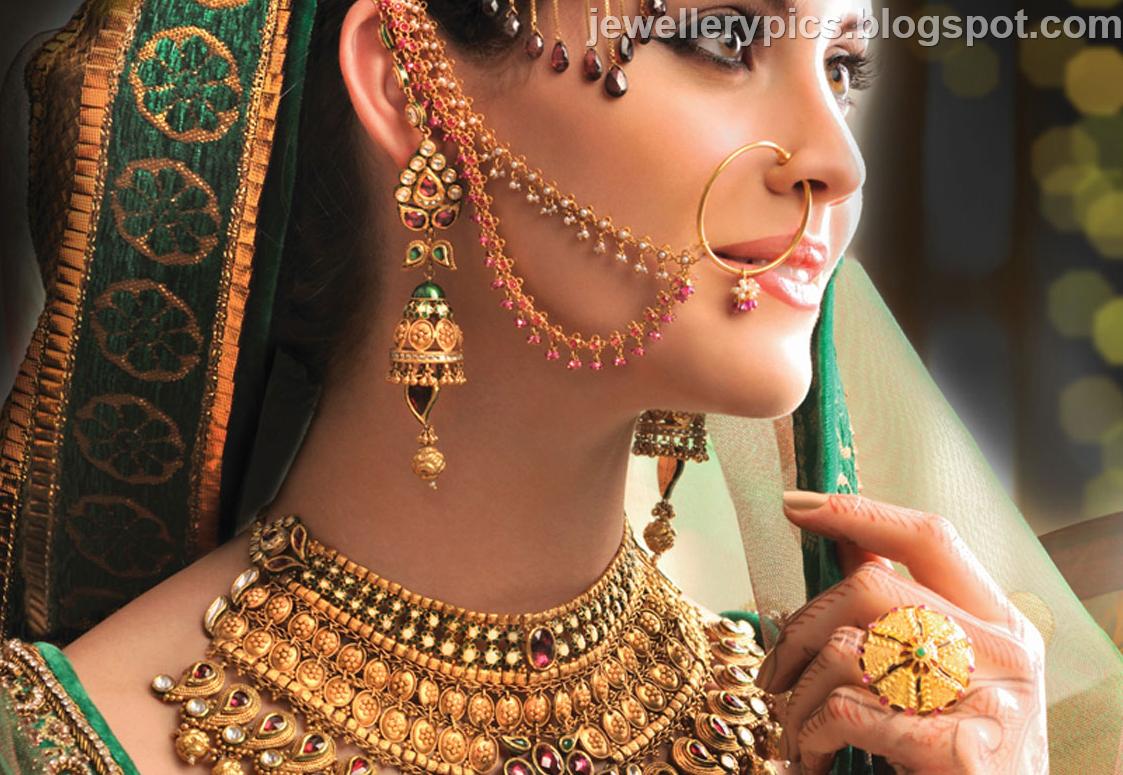 jewelry: North Indian bride showcasing her jewellery