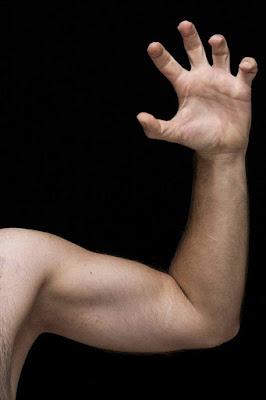 7 اسباب الم الذراع وماذا تفعل.