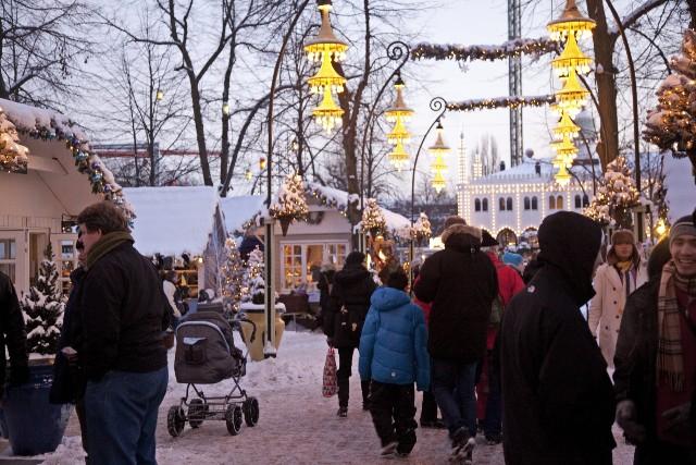 mercatini-di-natale-copenaghen-tivoli-gardens-poracci-in-viaggio-credit-to-kim-wyon-visitdenmark
