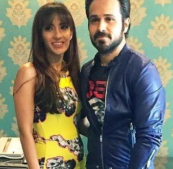 इमरान हाशमी अपनी पत्नी के साथ