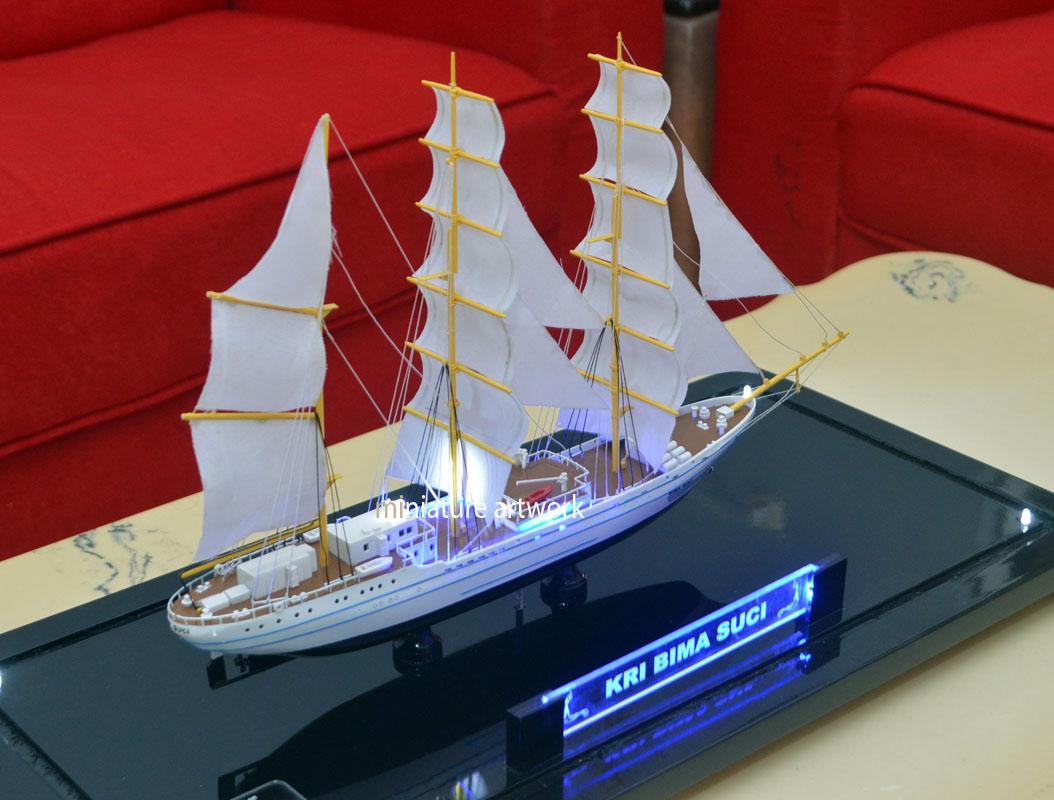 desain sketsa miniatur kapal layar kri bima suci 945 tni angkatan laut koarmada2