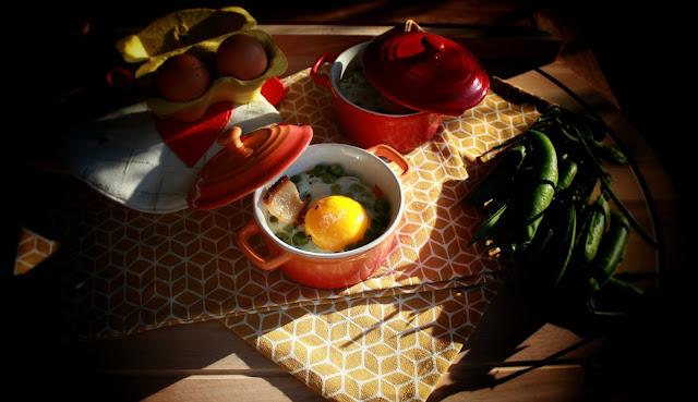 uovo in cocotte con piselli e pancetta