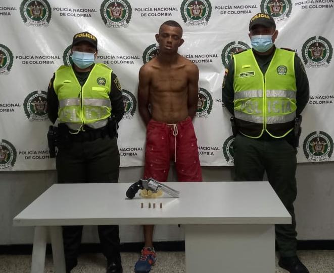https://www.notasrosas.com/Con más de 10 anotaciones en su contra, Policía Guajira captura a Alias 'El Aguao'
