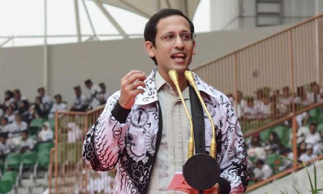 Jokowi, Guru Lebih Banyak Tugas Administrasi Daripada Fokus Mengajar, Nadiem Siap Rombak Kurikulum