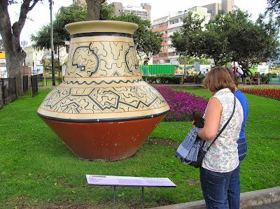 Carámica shipiba, Parque J.Kennedy, Miraflores, Lima, Perú, La vuelta al mundo de Asun y Ricardo, round the world, mundoporlibre.com