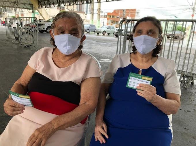 Mais de 700 pessoas receberam a segunda dose da vacina, em Campina Grande, nesta quarta-feira
