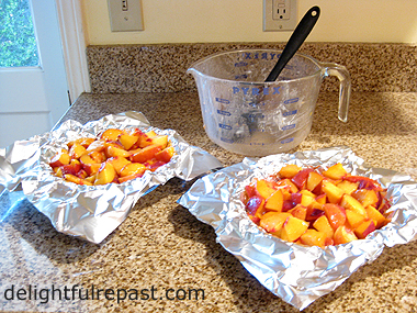 Freezing Peaches Pie-Ready / www.delightfulrepast.com