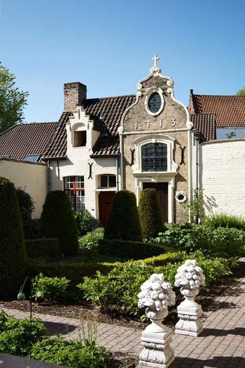 Innenhof eines Hauses von 1713 in Brügge { by it's me! }