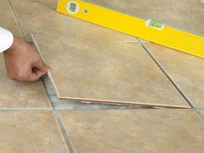 Cara Mengganti Keramik Lantai Pecah Atau Retak Dengan Benar