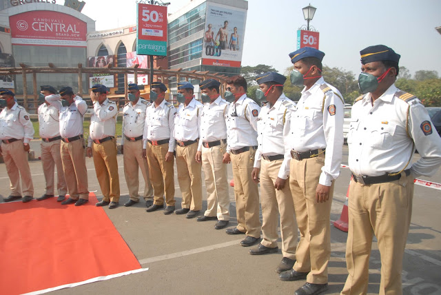 Growel's 101 Mall puts its best foot forward to 'save the saviour', distributes anti-pollution masks to traffic cops