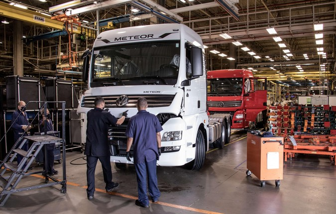 VW Caminhões e Ônibus anuncia interrupção da produção no Brasil