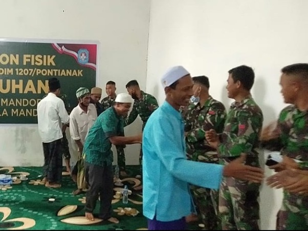 Kenangan Tak Terlupakan Satgas TMMD Ke-111 Kodim 1207/Ptk Bersama Warga Dusun Maju Jaya