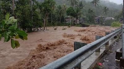 Hujan Deras di Lampung Barat, Satu Warung Makan Hanyut Terseret Arus Sungai