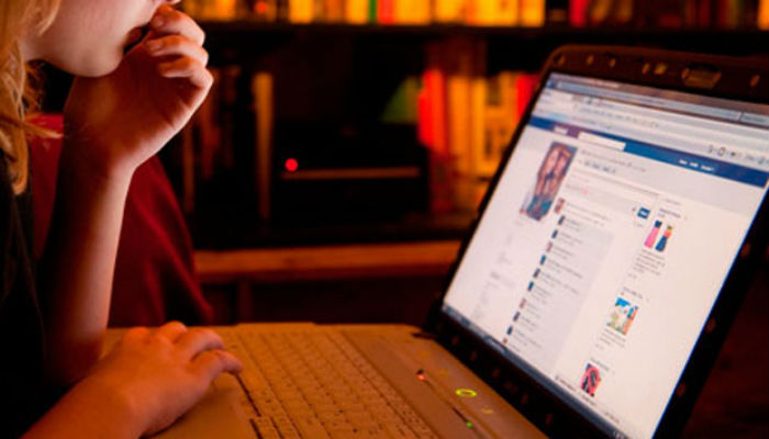 Benarkah Sosial Media Buat Orang Indonesia Jadi Iri dan Frustasi??