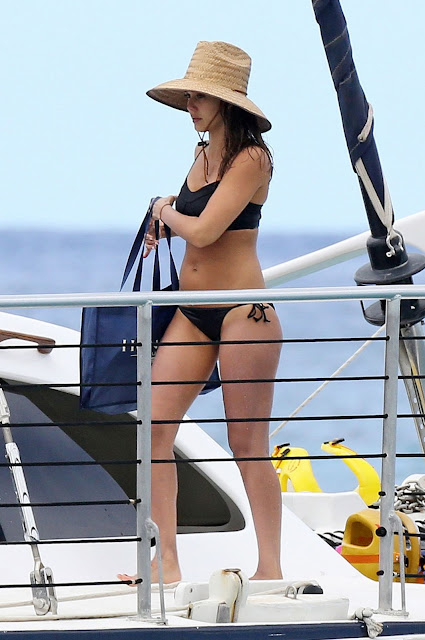Jessica Alba Wearing a Bikini in Hawaii