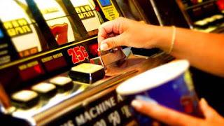 Brizuela y Doria advirtió que los casinos están diseñados para perder la noción del tiempo y para que quien pierde dinero pueda sacarlo del cajero.