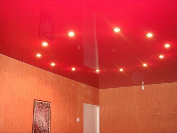 Цветной натяжной потолок в детской