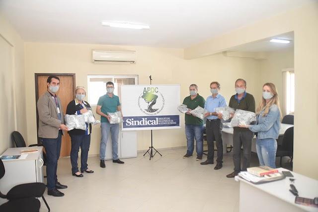 Prefeitura de Colombo recebe doação de mil máscaras das empresas de cal e calcário