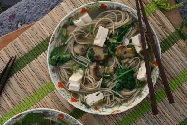 Soba Noodles w/ Tofu, Mushrooms & Spinach | www.girlichef.com